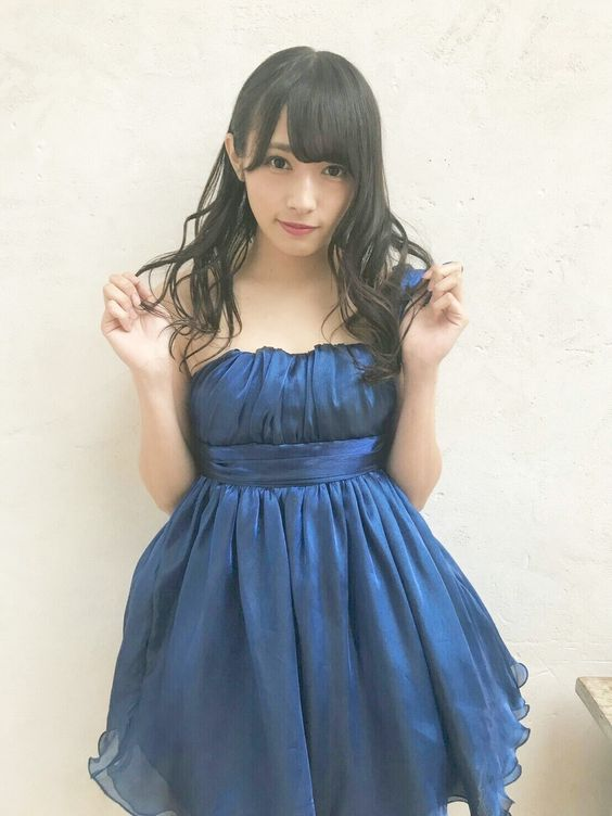 青いドレスの渡辺梨加