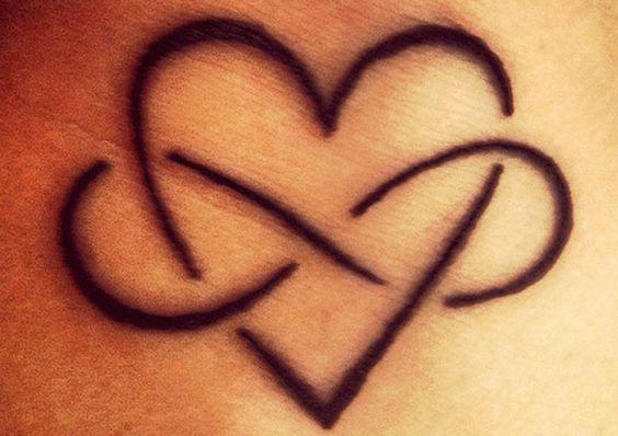 Tatuaggio infinito cuore