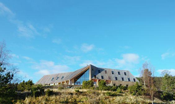 Pulpit Rock Mountain Lodge / Helen & Hard