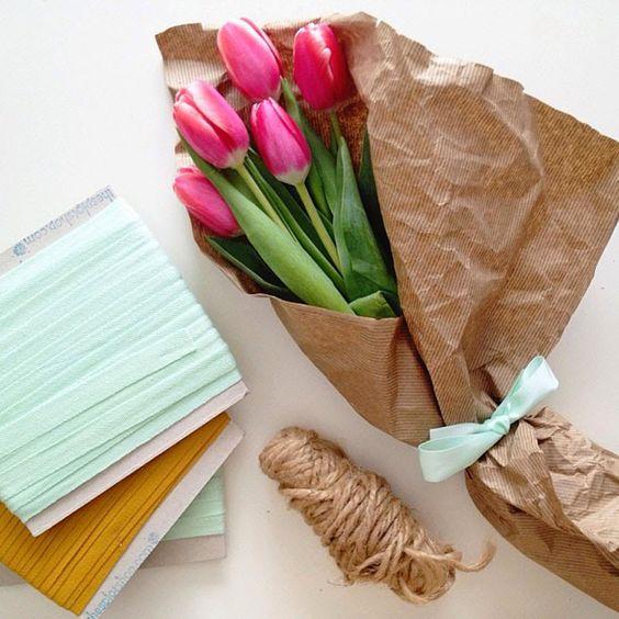 Ideas de cómo hacer ramos de flores originales envolviéndolos con papel