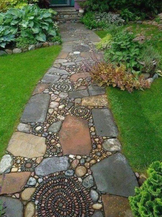 Sch Nen Gartenweg Mit Mozaik Anlegen Gartenwegeideen Gartenwegeanlegen Gartenwege In 2021 Vorgarten Anlegen Garten Gartenwege Anlegen