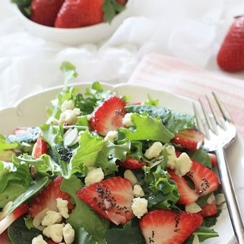 Mixed baby greens with strawberries, gorgonzola and poppy seed ...