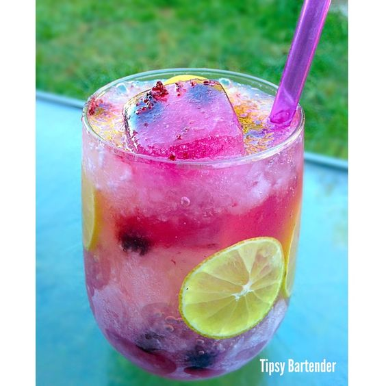Lulu's Lemons: 1 oz. (30ml) Raspberry Vodka 1 oz. (30ml) Viniq 1/4 oz. (7ml) Fresh Lemon Juice Frozen Blueberries Blueberry infused ice cubes & finely crushed ice . fill with sparkling lemonade:
