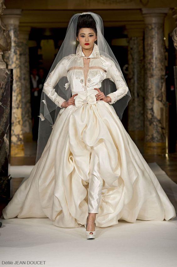 Vestido magnífico de Jean Doucet - adooooraria casar com um desses... lindo, ousado, sofisticado.. simplesmente INCRIVEL