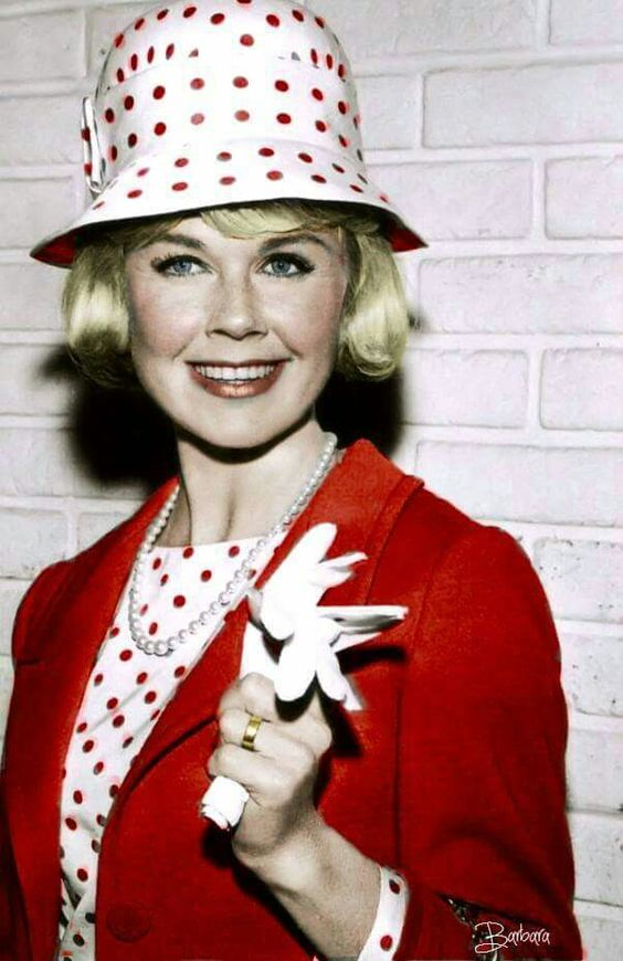 Doris Day, so classy! Love her outfit!: