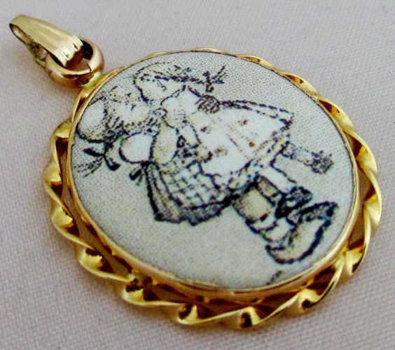 "Fine Estate 14KT 585 Yellow Gold Peter Bram Hummel ""Kiss Me"" Pendant 1 1/8"" #PeterBrams #Pendant"
