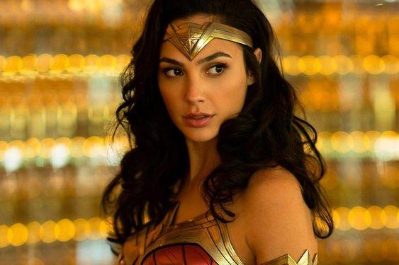 Wonder Woman 1984 Gal Gadot Shares Bts Photo With Her Stunt Woman In 2020 Gal Gadot Wonder Woman Wonder Woman Stunt Woman