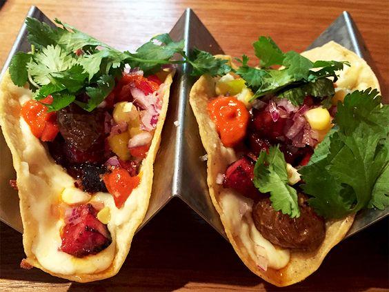 PARIS : Tacos de chorizo - Luz Verde   Bon rapport qualité – prix, tout est fait-maison. Tacos de carnitas (par deux) : 6 € Tacos de chorizo (par deux) : 7 € Salade d'encornets fumés : 10 €   Lieu hybride entre restaurant/taquería (restaurant spécialisé dans les tacos) et bar à vins/cocktails aux accents mexicains, Luz Verde propose une cuisine fraîche et inventive, décomplexée et proche du produit. Le rapport qualité / prix y est intéressant. Une très bonne table assurément ! Seul petit…