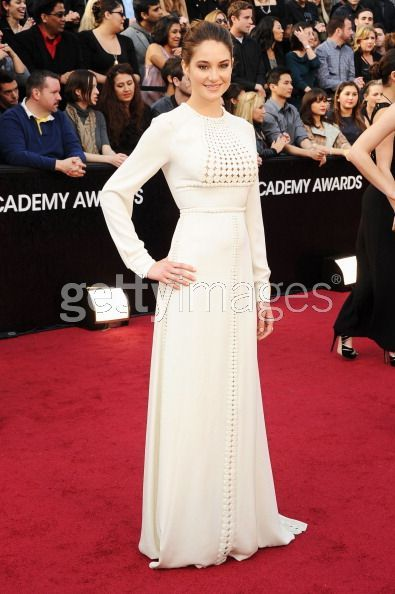 Shailene Woodley - great dress, not on her