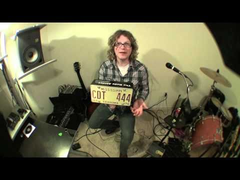 Build your own Stomp Box with an old license plate, some bass pickups, pots and some wood.