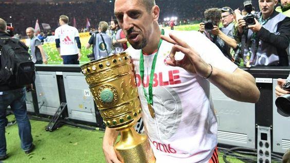 Franck Ribéry hat den gesamten Abend die meiste Ausdruckskraft in den Fingern. Foto: Bernd Thissen