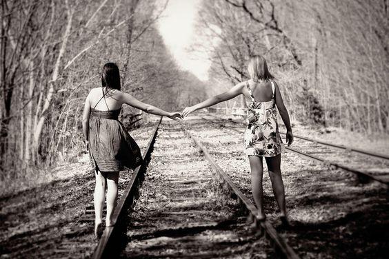 Boas amigas andando na linha?