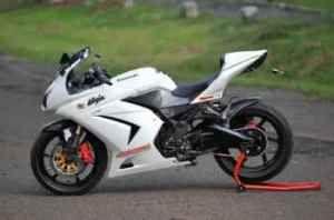 Kawasaki Ninja250R - white color