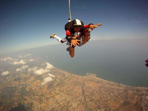 Skydiving in Italy!!  ==> vidéos and pics at:  http://vitalunaspirit.com/oui-on-sest-envoye-en-lair-2/