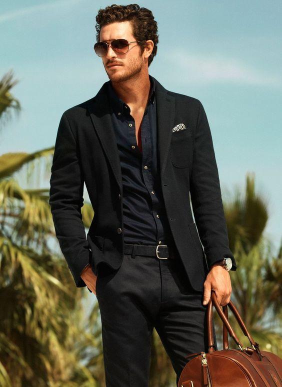 Costume homme noir avec chemise noire mode black style avec pochette claire costumes - Costume noir chemise noir ...