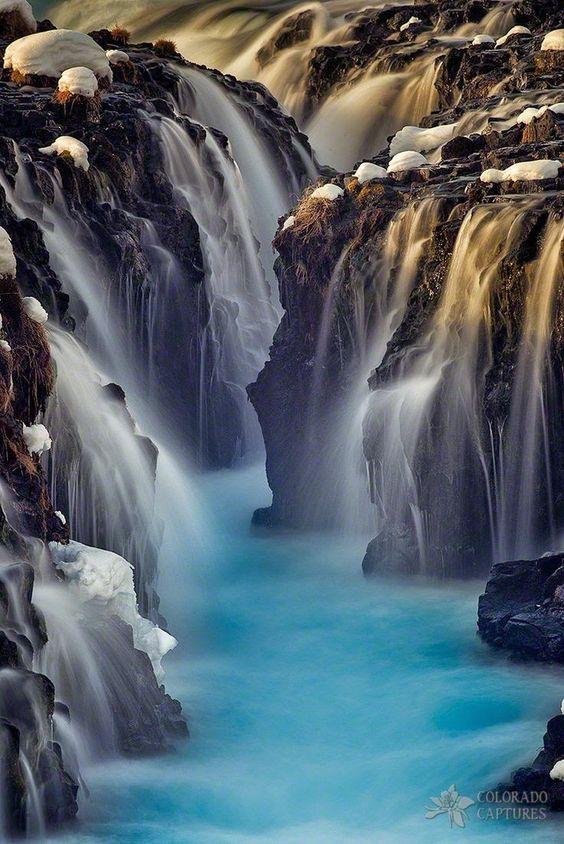Chutes glacées en Islande, d'une eau exceptionnellement turquoise.
