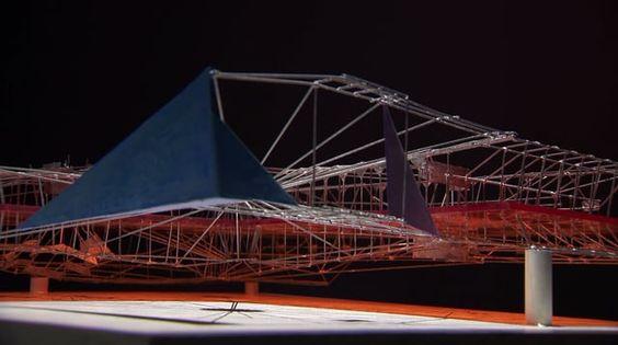 """Constant Anton Nieuwenhuys (Ámsterdam, 1920 - Utrecht, 2005), figura clave del situacionismo y uno de los fundadores del grupo CoBrA, desarrolló entre 1956 y 1974, su proyecto Nueva Babilonia, considerado como la última gran utopía del arte europeo, y con el que quiso contribuir a generar y modelar un nuevo entorno urbano que permitiera una """"realización total de la vida"""". Todo ello desde la premisa de que, en un futuro no demasiado lejano, la creciente automatización del trabajo que…"""