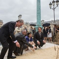 "Artist Gad Weil's "" Vendome Wheats "" exhibiton in Paris"