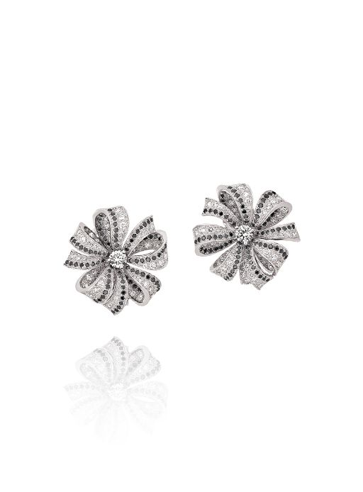 1932 earrings in 18k white gold, black diamonds and diamonds. 1932 CHANEL.. i dreammmmm of these <3 <3 <3