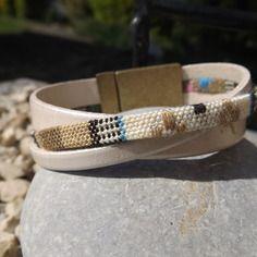 Bracelet petite manchette cuir crème.