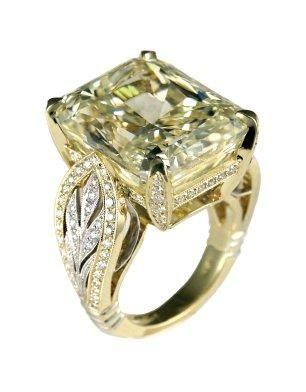 Canary diamond, so beautiful!