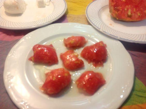 Raviolis de tomate y queso.