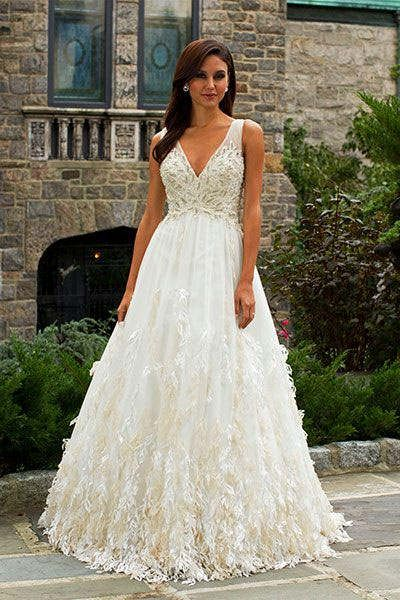 Pinterest the world s catalog of ideas for Wedding dresses for apple shaped brides