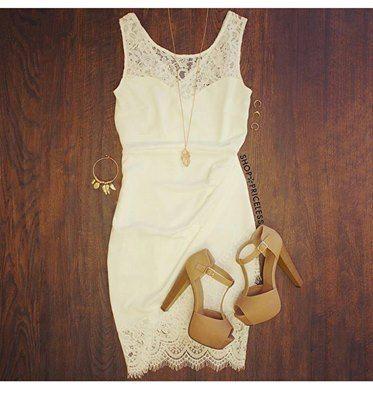 Vestido blanco de encaje con zapatillas color beige y for Colores beige