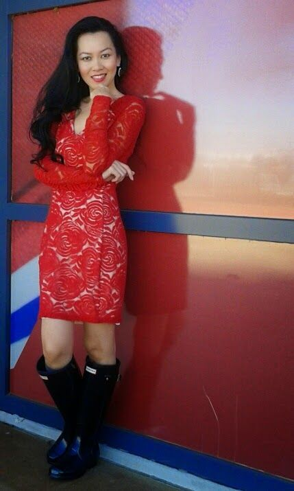 KHUYEN DILOUIE : RED ROSE LACE & WELLIES