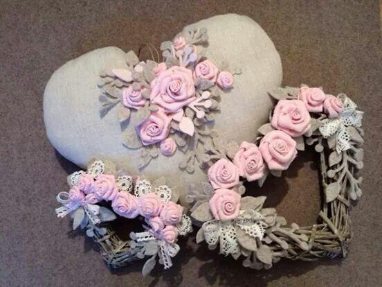 coração enfeitado com flores