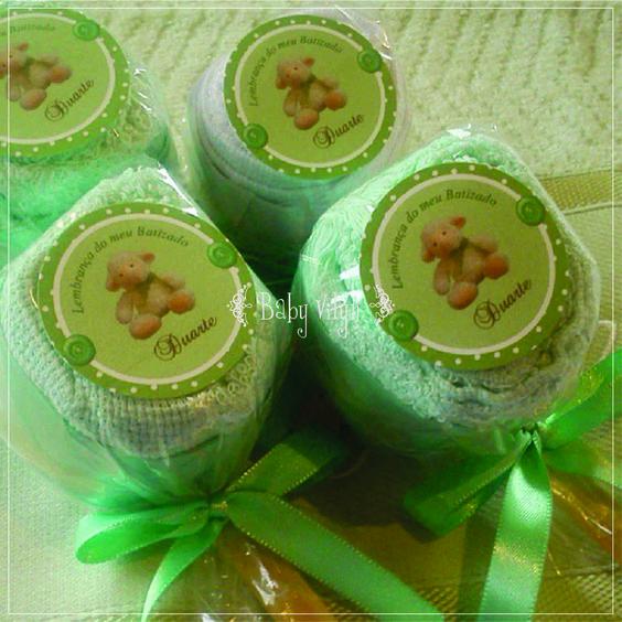 Toalhinhas bordadas com o nome do bebê, aromatizadas no formato de pirulito! https://instagram.com/babyvilyn/ http://babyvilyn.blogspot.com.br/