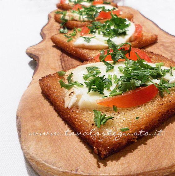 Canap caldi mozzarella e pomodoro antipasti pinterest for Mozzarella canape