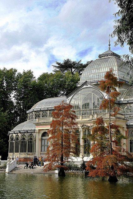Palacio de Cristal in Parque de Buen Retiro , Madrid, Spain (by javier1949).