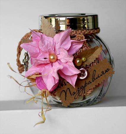 стеклянная банка с   конфетами, подарок, сладкий  сувенир, скрап, скрапбукинг, поздравление с Днём Рождения, сладкий  подарок, конфеты, ручная  работа, бумажный цветок, жемчуг