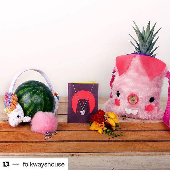 #Repost @folkwayshouse with @repostapp  Buscas un #regalo #tierno #bonito y que se vea #kawaii?!  Entonces visitanos en @joyislands  donde encontrarás los mejores productos para todas las edades a increíbles precios . Apoya #diseñomexicano #hechoenMéxico #consumelocal @amiguruffos / @amor_q_mata / @pata_hueca / @senoritaclementina