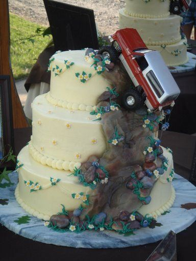 off-roading-wedding-cake. Brett would love this except w/ a Discovery on top lol