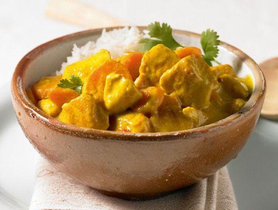Unser beliebtes Rezept für Chicken-Kokos-Curry und mehr als 55.000 weitere kostenlose Rezepte auf LECKER.de.