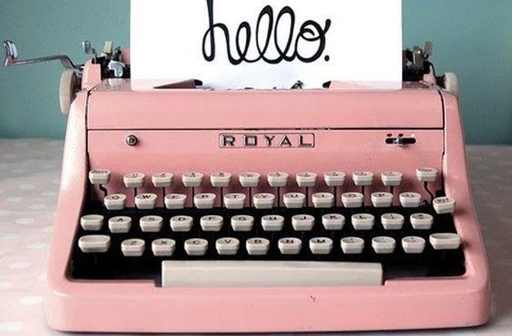 La métascriptophilie, un nom barbare pour désigner le fait de collectionner les machines à écrire ! Alors que certains sillonnent les monts, d'autres foulent la plage. Été rime avec délassement loin des tracas quotidiens. C'est aussi le retour des brocantes et autres puces ! Les maisons ouvrent les volets de leurs greniers et invitent les [...]