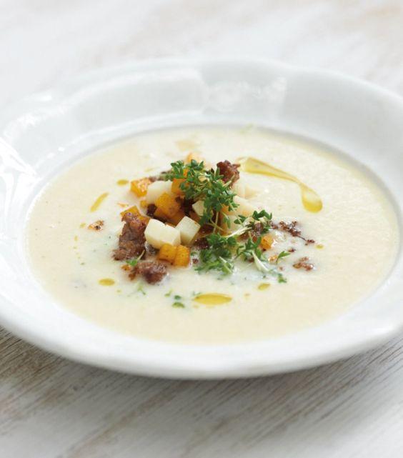Kartoffel-Riesling-Suppe als Vorspeise für ein weihnachtliches Festmahl