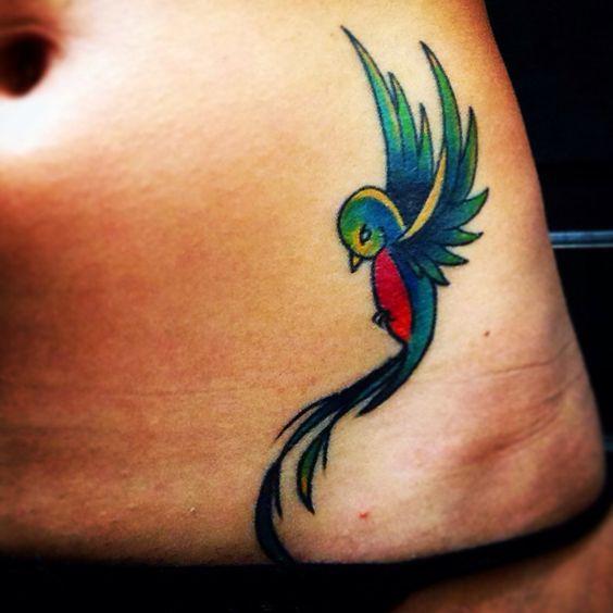 """- El Quetzal (serpiente emplumada) -En la voz Nahuatl quetzal significa precioso o bello... símbolo de LIBERTAD!! - """"Dicen que vuela por México, Guatemala y parte de Centro América..."""" #quetzal #tatoo"""