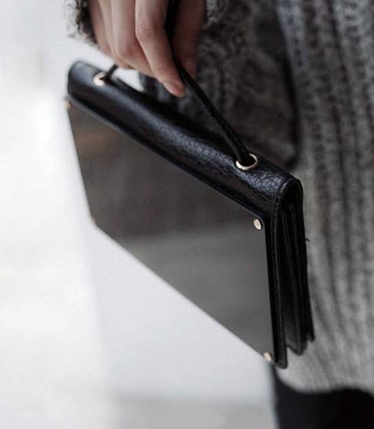 Kleine Handtasche in Aktenformat. Hier entdecken und kaufen: http://sturbock.me/1gB