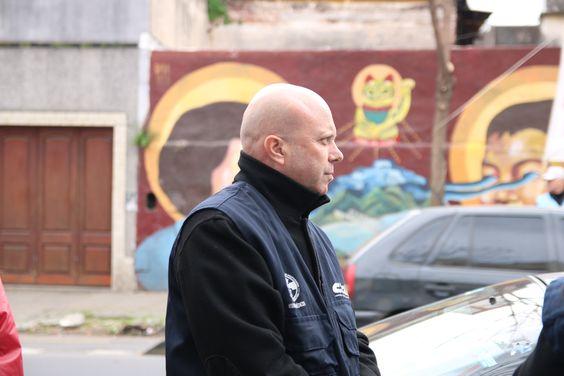 El compañero Claudio Segato, contemplando la manifestación en Laboratorio Omega