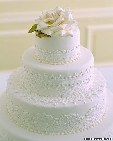 Round, three teared wedding cake.
