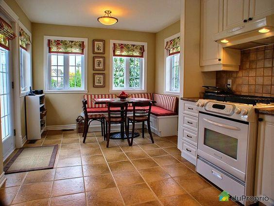 banquette de cuisine a vendre | Maison vendu Candiac, immobilier Québec | DuProprio | 288202