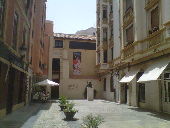 Museo Revello del Toro. Málaga. No entramos pero buscaré cuadros suyos. 9 de agosto de 2012.
