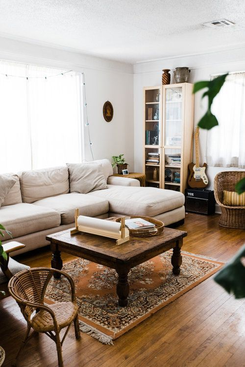Midwest Home Tour A Warm Rustic Artists Bungalow Retro Den Vintage Furniture And Homewares In 2020 Vintage Living Room Traditional Design Living Room Classic Living Room