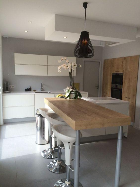 10 idées de cuisines aux meubles laqués blancs et bois