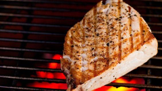 Pesce spada alla griglia, ricetta barbecue, grigliata di pesce