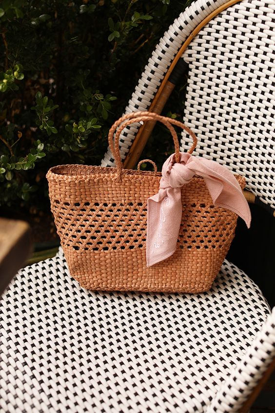 Woven, straw and basket bags for summer // How to wear polka dots for spring