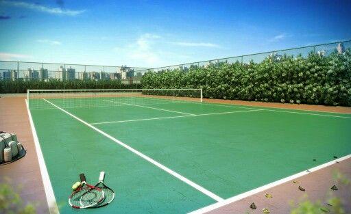 Quadra de tênis abaixo do nível do térreo para atenuar sons dos jogos